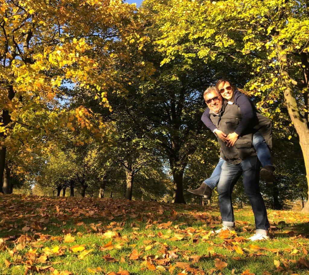Casal no Kensington Gardens onde se hospedar em Londres