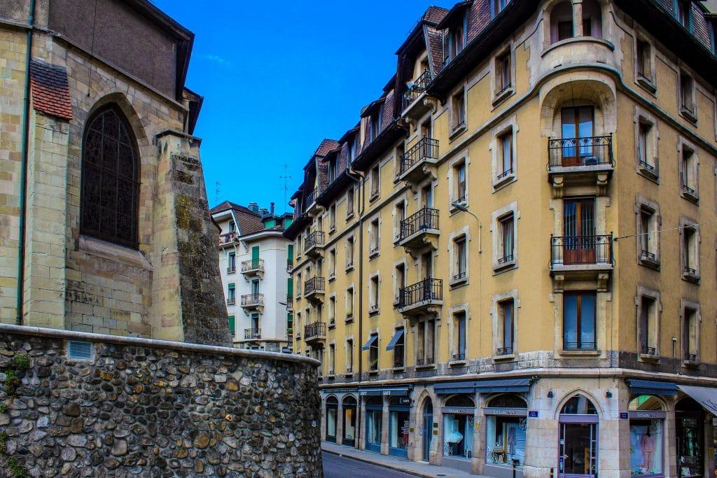 fachada de prédio em rua em Genebra