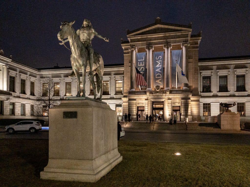 Fachada de museu de Boston