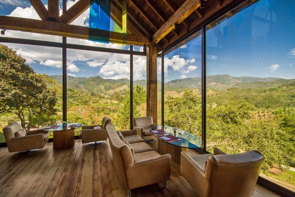 Bela vista para a natureza em restaurante